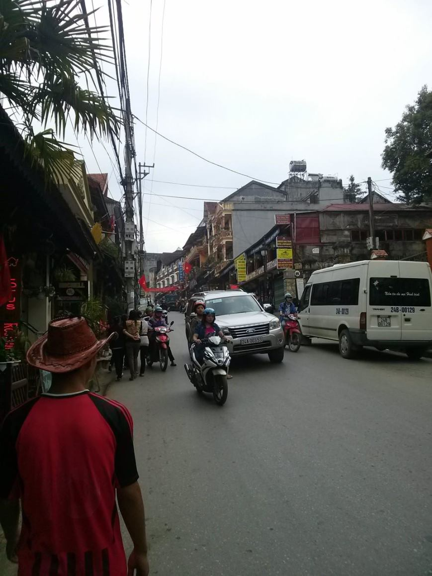 Road to town (Lao Cai).
